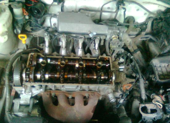 Двигатель без клапанной крышки