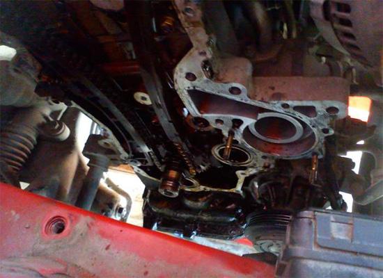 Двигатель со снятой боковой крышкой